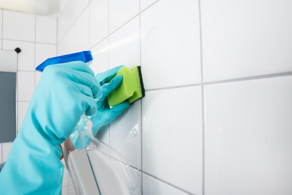 Clean bathroom tile